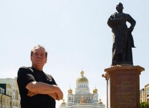 Николай Филатов: «Во время своего визита за руку с моим Пушкиным поздоровался Президент России. Говорят – на счастье!»