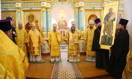 Нижегородской епархии передана в дар икона святого праведного воина Феодора Ушакова с частицей мощей