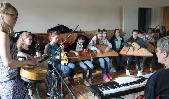 Завершилась этно-смена молодых исполнителей на традиционных музыкальных инструментах